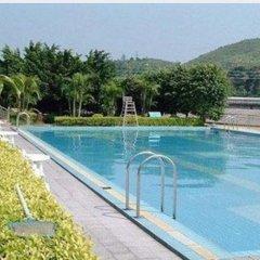 Отель White Cloud Hot Spring Farm Stay бассейн