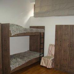 Отель Tiflisi Guest House 2* Стандартный семейный номер с двуспальной кроватью
