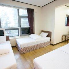 K Hostel Стандартный семейный номер с двуспальной кроватью