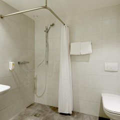 Отель easyHotel Brussels City Centre 3* Улучшенный номер с различными типами кроватей фото 8