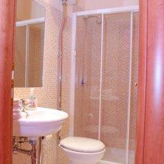 Отель Friendship Place 3* Стандартный номер с двуспальной кроватью фото 33