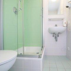 Отель wombat's CITY HOSTEL - Munich Германия, Мюнхен - 1 отзыв об отеле, цены и фото номеров - забронировать отель wombat's CITY HOSTEL - Munich онлайн ванная