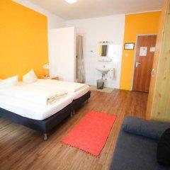 Отель Pension/Guesthouse am Hauptbahnhof Стандартный номер с двуспальной кроватью (общая ванная комната) фото 27
