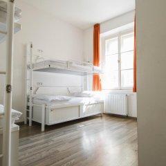 Отель Equity Point Prague Кровать в общем номере с двухъярусной кроватью фото 25