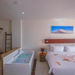 Отель Surin Beach Resort 4* Улучшенный номер с двуспальной кроватью фото 4