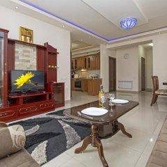 Апартаменты FlatsInYerevan - Apartments at Aram Street (New Building) комната для гостей