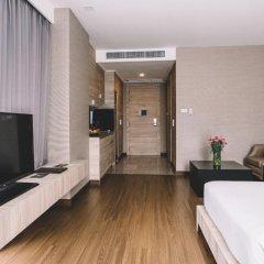 Отель Adelphi Suites Bangkok 4* Студия с различными типами кроватей фото 19