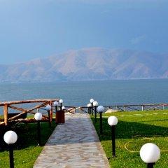 Отель Tsovasar family rest complex Армения, Севан - отзывы, цены и фото номеров - забронировать отель Tsovasar family rest complex онлайн приотельная территория