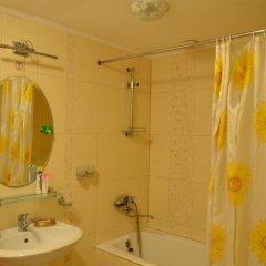 Отель Guest House Domashniy Uyut Кыргызстан, Бишкек - отзывы, цены и фото номеров - забронировать отель Guest House Domashniy Uyut онлайн ванная