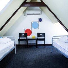 Отель The Flying Pig Uptown Стандартный номер с 2 отдельными кроватями (общая ванная комната)
