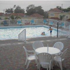 Отель Country Club Mangowalk Townhouse бассейн