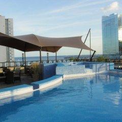 Hotel Bahia Suites бассейн