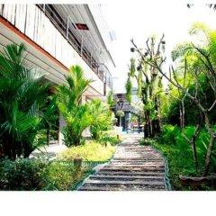 Nicky's Handlebar Hotel фото 2