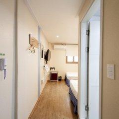 Отель K-guesthouse Sinchon 2 2* Стандартный номер с 2 отдельными кроватями фото 2