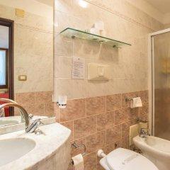 Hotel La Fenice Et Des Artistes 3* Стандартный номер с двуспальной кроватью фото 8