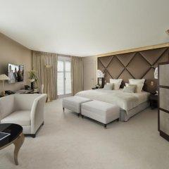 Отель Hôtel Barrière Le Fouquet's 5* Улучшенный номер с различными типами кроватей фото 2