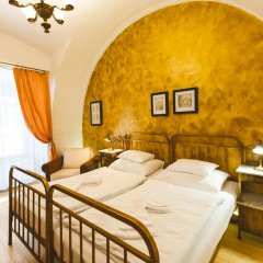 Hotel U Zlateho Jelena (Golden Deer) 3* Стандартный номер с различными типами кроватей фото 2