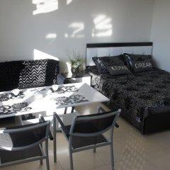 Апартаменты Sea View Studio in Orion Garden комната для гостей фото 3