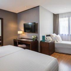 Отель Occidental Granada 4* Стандартный семейный номер с различными типами кроватей фото 4