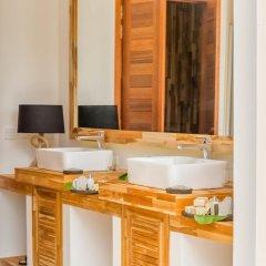 Отель Kudafushi Resort and Spa ванная фото 3
