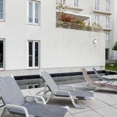 Отель Pateo Lisbon Lounge Suites Португалия, Лиссабон - отзывы, цены и фото номеров - забронировать отель Pateo Lisbon Lounge Suites онлайн бассейн