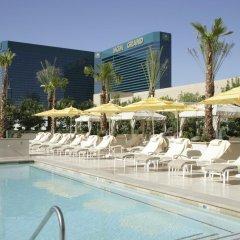 Отель The Signature at MGM Grand США, Лас-Вегас - 2 отзыва об отеле, цены и фото номеров - забронировать отель The Signature at MGM Grand онлайн бассейн фото 3