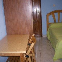 Отель Hostal Pacios удобства в номере