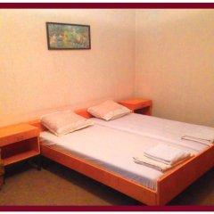 Отель East Gate Guest Rooms Стандартный семейный номер с двуспальной кроватью (общая ванная комната) фото 5