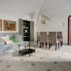 Отель Prime 1Br Ba Apt Next Colosseum Рим комната для гостей