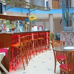 Отель Sirius Beach Болгария, Св. Константин и Елена - отзывы, цены и фото номеров - забронировать отель Sirius Beach онлайн гостиничный бар