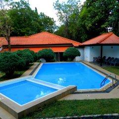 Отель Jayasinghe Holiday Resort бассейн