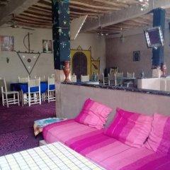 Отель L'Homme du Désert Марокко, Мерзуга - отзывы, цены и фото номеров - забронировать отель L'Homme du Désert онлайн гостиничный бар