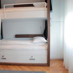 Отель Karavan Inn Кровать в общем номере с двухъярусной кроватью