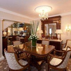 Отель The Chesterfield Mayfair 4* Представительский люкс с различными типами кроватей фото 3
