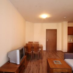 Апартаменты Apartment New Estate Cedar Lodge 4 Банско комната для гостей фото 3