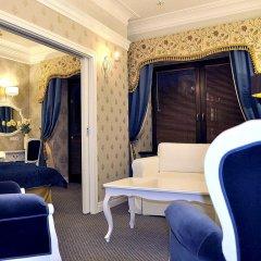 Отель SleepWalker Boutique Suites 3* Номер Делюкс с двуспальной кроватью фото 17