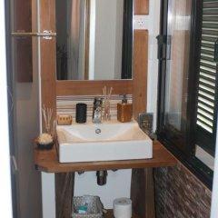 Отель The Modern & Recycled House ванная фото 2
