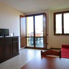 Отель Residenza Le Farfalle Манерба-дель-Гарда в номере фото 2