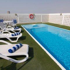 Landmark Plaza Hotel бассейн