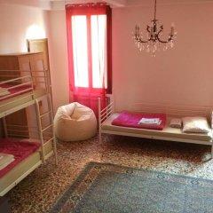 Отель The Academy Кровать в общем номере фото 3