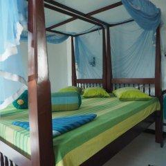 Отель Main Reef Guest House Хиккадува комната для гостей фото 3