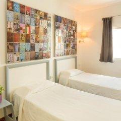 Отель Málaga Inn 2* Стандартный номер с 2 отдельными кроватями (общая ванная комната)