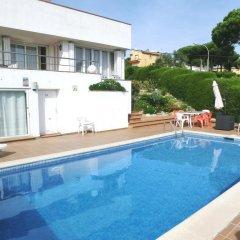 Отель Villa Nuri Бланес бассейн
