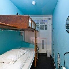 Clink78 Hostel Стандартный семейный номер с двуспальной кроватью (общая ванная комната)