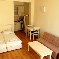Апартаменты Flores Park Apartments Солнечный берег комната для гостей фото 3
