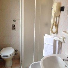Отель York 2* Стандартный номер с двуспальной кроватью (общая ванная комната) фото 3