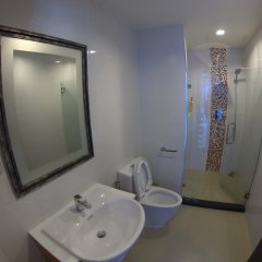 Отель Pixel Cape Panwa by Nongrit ванная