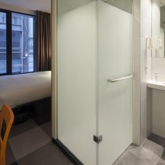 Отель easyHotel Brussels City Centre 3* Стандартный номер с различными типами кроватей фото 5