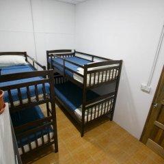 Alice Semporna Backpackers Hostel Кровать в общем номере с двухъярусной кроватью фото 2