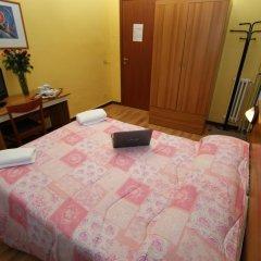 Hotel Brasil Milan Номер с общей ванной комнатой с различными типами кроватей (общая ванная комната) фото 4